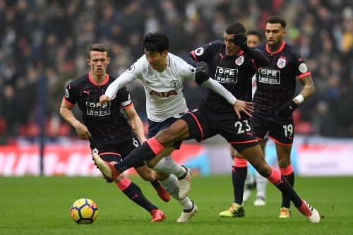 Tottenham 2-0 Huddersfield: Ngoi sao Han Quoc ghi cu dup ban thang hinh anh 17