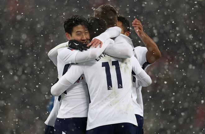 Tottenham 2-0 Huddersfield: Ngoi sao Han Quoc ghi cu dup ban thang hinh anh 4