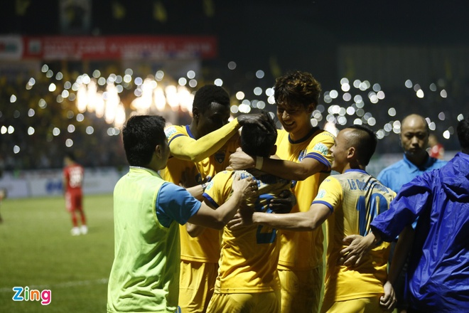 CLB Thanh Hoa 1-0 CLB TP.HCM: Tien Dung kien tao, Dinh Tung ghi ban hinh anh 21