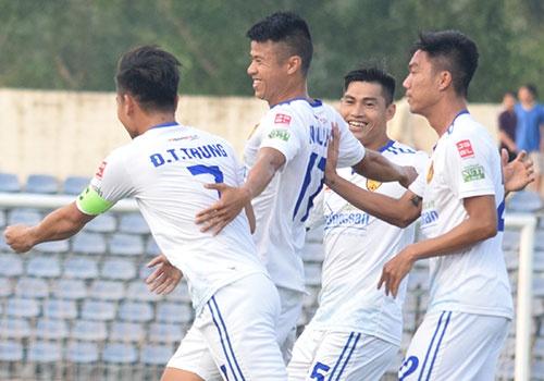 Tien Dung thung luoi o V.League, CLB Thanh Hoa thua doi Quang Nam 0-1 hinh anh