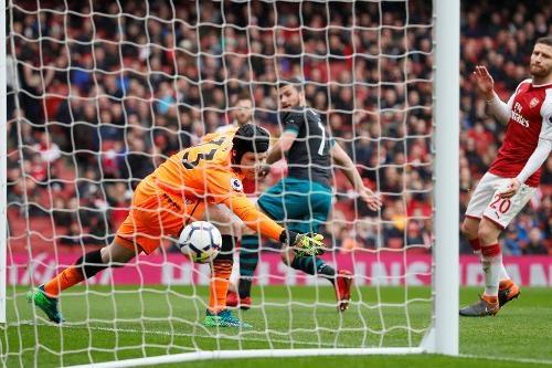 Arsenal 3-2 Southampton: 2 the do cuoi tran va man ruot duoi hap dan hinh anh 18