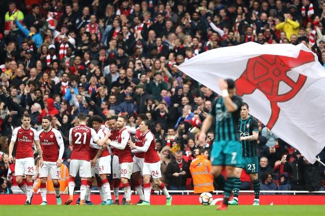 Arsenal 3-2 Southampton: 2 the do cuoi tran va man ruot duoi hap dan hinh anh 24
