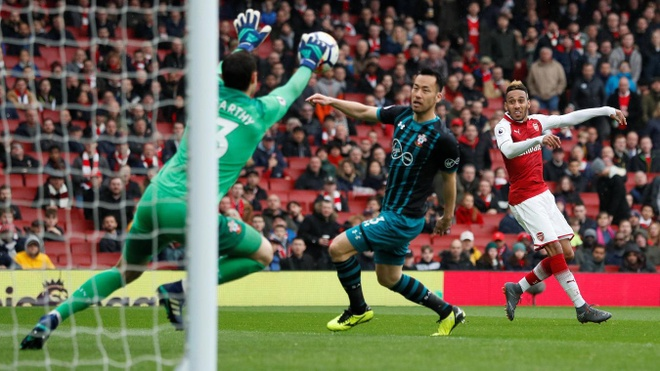 Arsenal 3-2 Southampton: 2 the do cuoi tran va man ruot duoi hap dan hinh anh 25