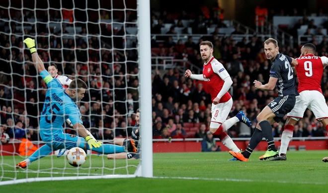 Arsenal 3-2 Southampton: 2 the do cuoi tran va man ruot duoi hap dan hinh anh 6