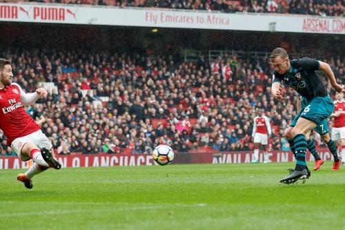 Arsenal 3-2 Southampton: 2 the do cuoi tran va man ruot duoi hap dan hinh anh 16