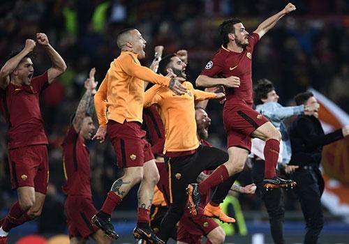 AS Roma 3-0 Barcelona: Con dia chan o thanh pho vinh cuu hinh anh