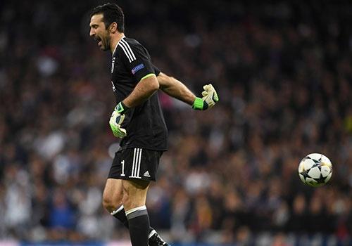 Buffon nhan the do, gian du chia tay Champions League hinh anh