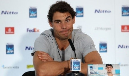 Nadal khieu chien Federer tren san dat nen hinh anh 1