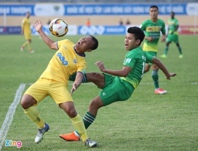 SLNA lien tiep nga vo kiem penalty, CLB Thanh Hoa hoa Can Tho 1-1 hinh anh 1