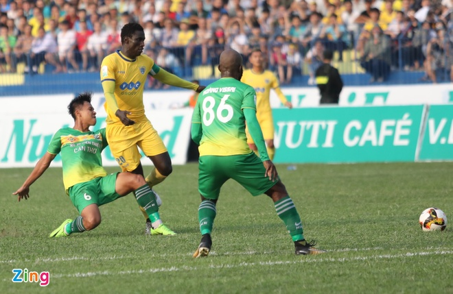 SLNA lien tiep nga vo kiem penalty, CLB Thanh Hoa hoa Can Tho 1-1 hinh anh 14