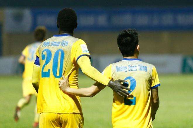 SLNA lien tiep nga vo kiem penalty, CLB Thanh Hoa hoa Can Tho 1-1 hinh anh 10