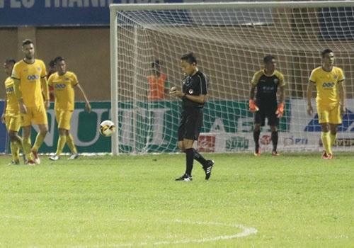 SLNA lien tiep nga vo kiem penalty, CLB Thanh Hoa hoa Can Tho 1-1 hinh anh 17