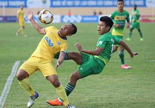 SLNA lien tiep nga vo kiem penalty, CLB Thanh Hoa hoa Can Tho 1-1 hinh anh