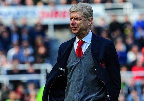 Arsene Wenger va 22 nam cung Arsenal: Chi vi qua yeu hinh anh