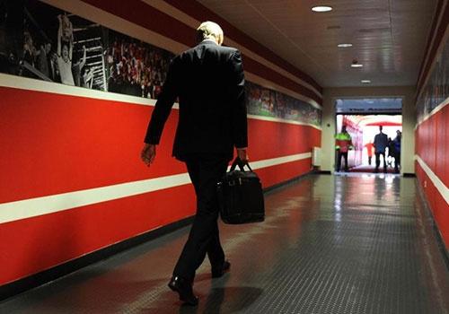 Nghi van Wenger bi sa thai, buoc phai tuyen bo roi Arsenal hinh anh