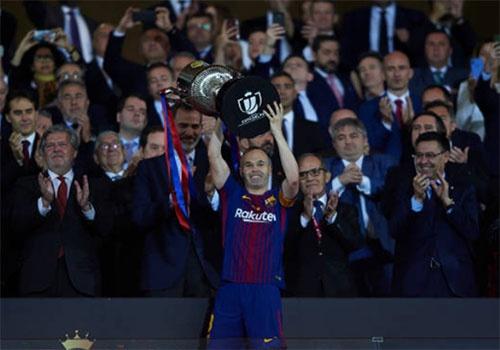 Thua dau o Champions League, Barca van co mua giai tuyet voi hinh anh