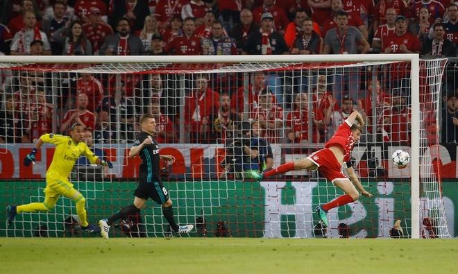 Bayern 1-2 Real: Thang nguoc nho sai lam cua doi thu hinh anh 25