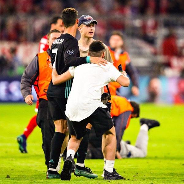 CDV lao vao san om Ronaldo sau tran thang nguoc cua Real hinh anh 1