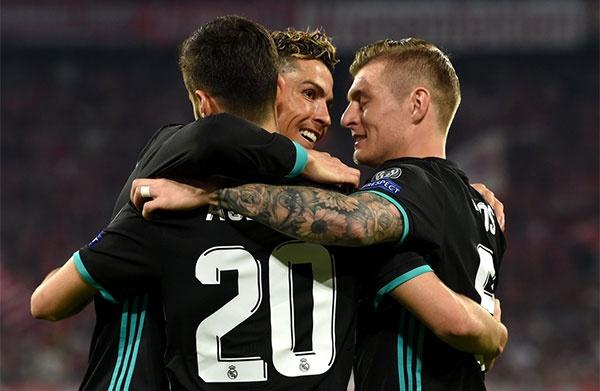 CDV lao vao san om Ronaldo sau tran thang nguoc cua Real hinh anh 6