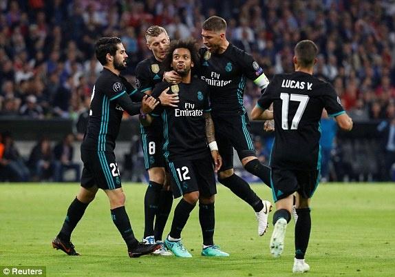 Bayern 1-2 Real: Thang nguoc nho sai lam cua doi thu hinh anh 33