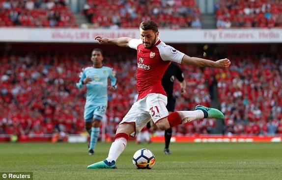 Arsenal 5-0 Burnley: Mua ban thang khi Wenger chia tay Emirates hinh anh 21