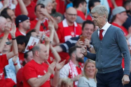 Arsenal 5-0 Burnley: Mua ban thang khi Wenger chia tay Emirates hinh anh 22