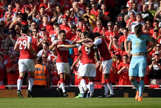 Arsenal 5-0 Burnley: Mua ban thang khi Wenger chia tay Emirates hinh anh 16