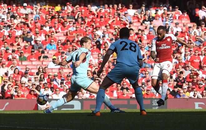 Arsenal 5-0 Burnley: Mua ban thang khi Wenger chia tay Emirates hinh anh 20
