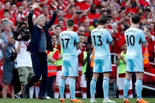Arsenal 5-0 Burnley: Mua ban thang khi Wenger chia tay Emirates hinh anh 13