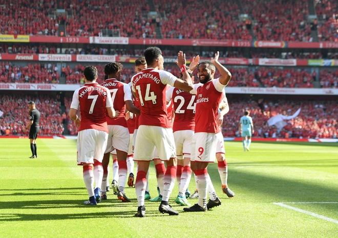 Arsenal 5-0 Burnley: Mua ban thang khi Wenger chia tay Emirates hinh anh 12