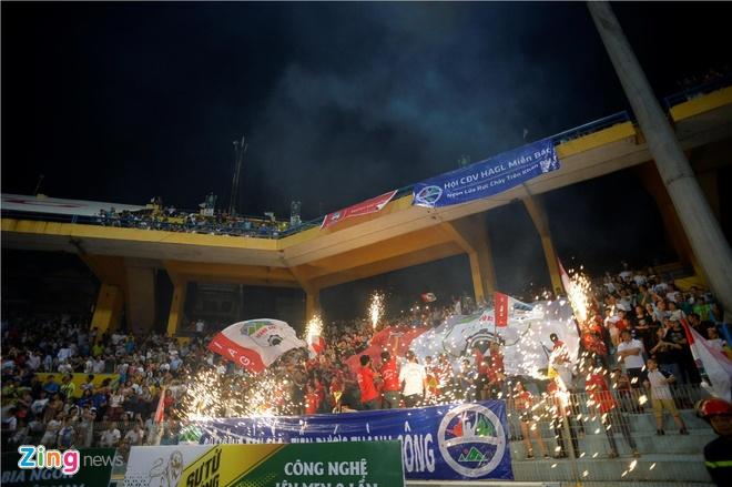 CLB Ha Noi 1-1 HAGL: Kich tinh va hap dan tren san Hang Day hinh anh 16