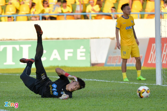 CDV Ha Noi an mung khi doi nha tiep tuc bat bai o V.League 2018 hinh anh 19