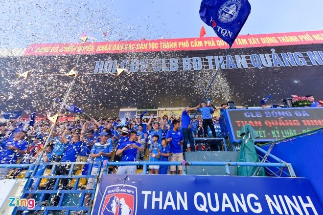 CDV Ha Noi an mung khi doi nha tiep tuc bat bai o V.League 2018 hinh anh 30