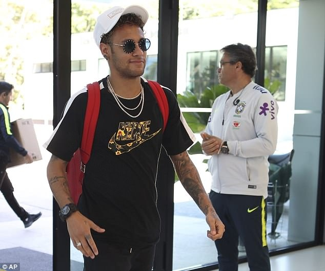 Tro lai sau 3 thang chan thuong, Neymar khien DT Brazil lo lang hinh anh 1
