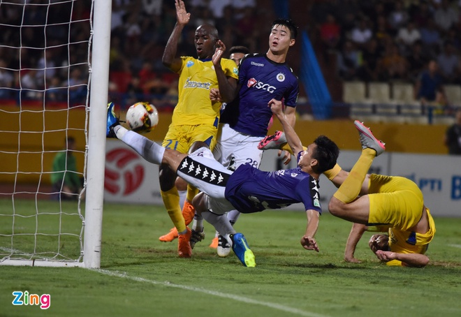 CLB Ha Noi 4-0 CLB Khanh Hoa: Quang Hai da phat dep mat hinh anh 23