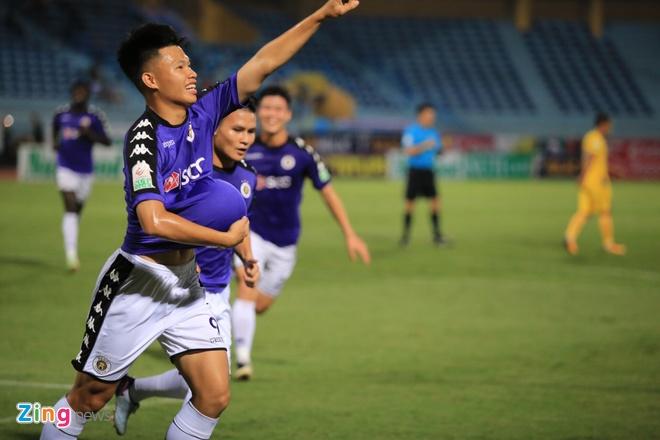 CLB Ha Noi 4-0 CLB Khanh Hoa: Quang Hai da phat dep mat hinh anh 26