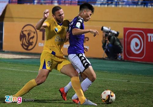 CLB Ha Noi 4-0 CLB Khanh Hoa: Quang Hai da phat dep mat hinh anh 28