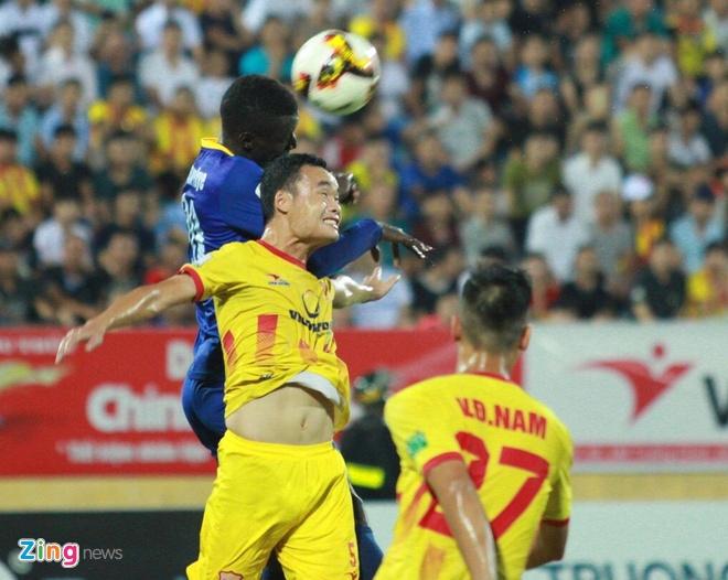 CLB Ha Noi 4-0 CLB Khanh Hoa: Quang Hai da phat dep mat hinh anh 19