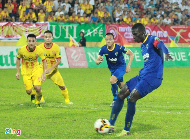 CLB Ha Noi 4-0 CLB Khanh Hoa: Quang Hai da phat dep mat hinh anh 20