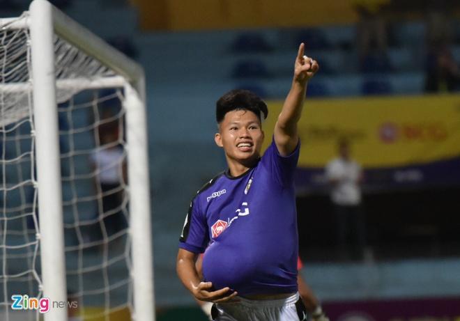 CLB Ha Noi 4-0 CLB Khanh Hoa: Quang Hai da phat dep mat hinh anh 22