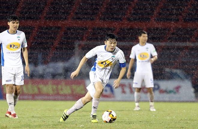CLB Ha Noi 4-0 CLB Khanh Hoa: Quang Hai da phat dep mat hinh anh 7