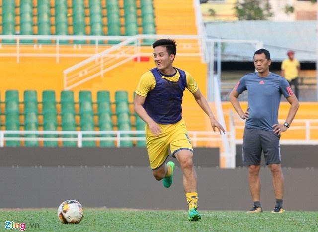 CLB Ha Noi 4-0 CLB Khanh Hoa: Quang Hai da phat dep mat hinh anh 9