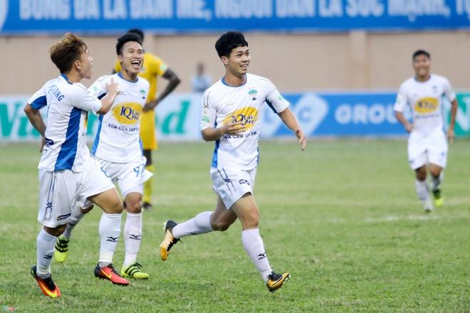 CLB Ha Noi 4-0 CLB Khanh Hoa: Quang Hai da phat dep mat hinh anh 3