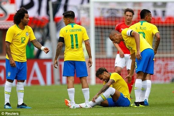 DT Ao 0-3 Brazil: Neymar 'xau kim' ghi ban dep mat hinh anh 18