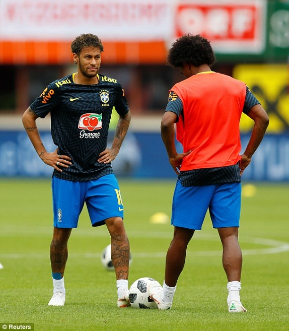 DT Ao 0-3 Brazil: Neymar 'xau kim' ghi ban dep mat hinh anh 15