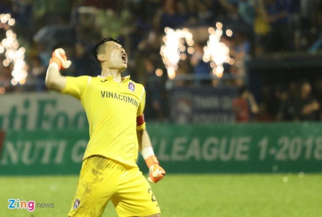 CLB Ha Noi thang doi Quang Ninh 4-1, HAGL thua nguoc CLB Quang Nam 2-3 hinh anh 17