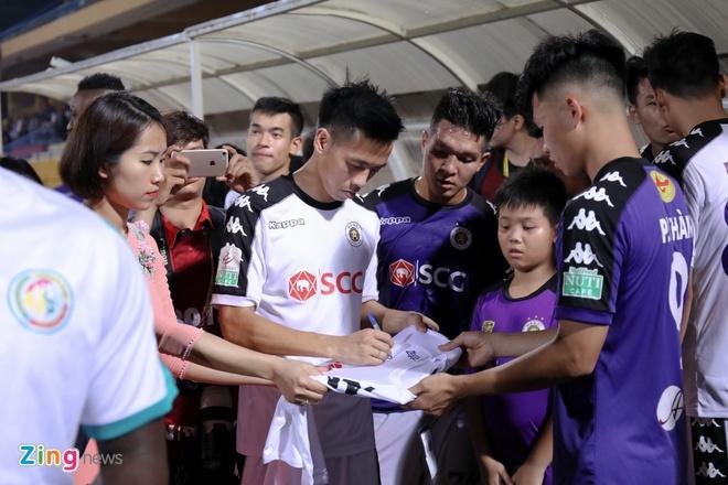 CLB Ha Noi thang doi Quang Ninh 4-1, HAGL thua nguoc CLB Quang Nam 2-3 hinh anh 11