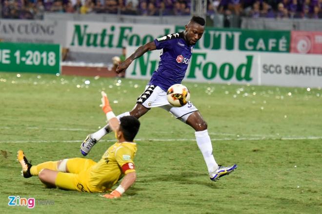 CLB Ha Noi thang doi Quang Ninh 4-1, HAGL thua nguoc CLB Quang Nam 2-3 hinh anh 26
