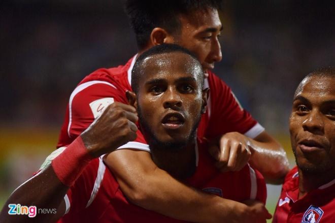 CLB Ha Noi thang doi Quang Ninh 4-1, HAGL thua nguoc CLB Quang Nam 2-3 hinh anh 20