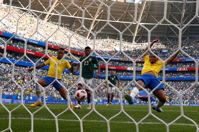 Neymar ghi ban va kien tao, Brazil vao tu ket World Cup hinh anh 43